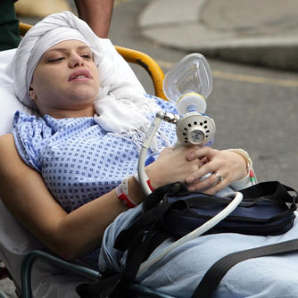 Jade Goody arriving at hospital, Mar 2009