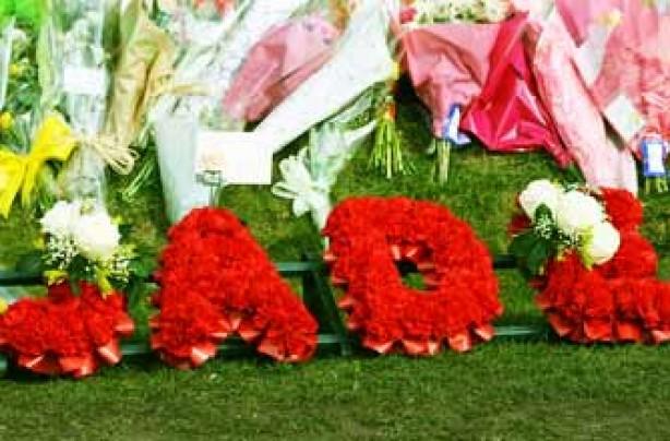 Jade tribute flowers left 24 Mar 09
