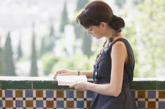 Woman reading n th sunshine