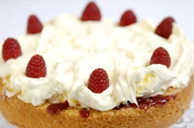 Clotted cream Victoria sponge