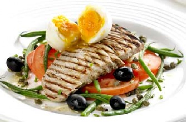 Poached egg salad nicoise