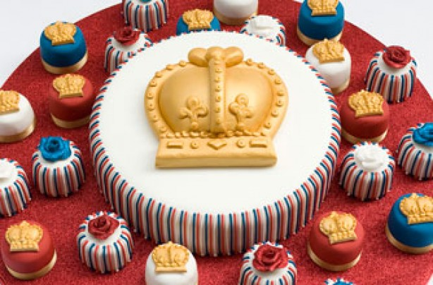 queen elizabeth birthday cake although it s not her big day the queen ...