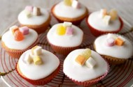 Mary Berry's iced fairy cakes