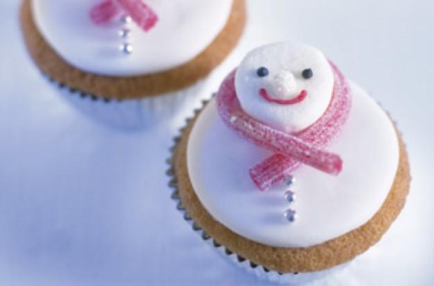 Annabel Karmel's Christmas snowman cupcakes