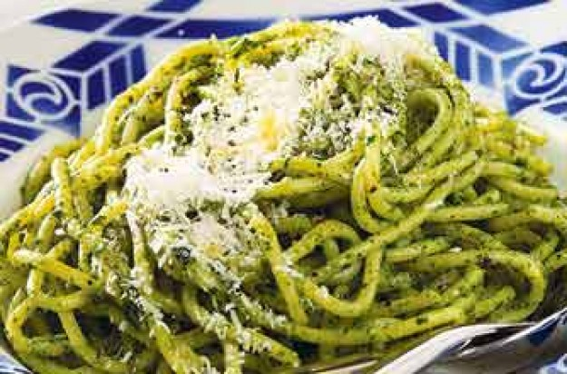 Spaghetti with watercress and anchovy sauce