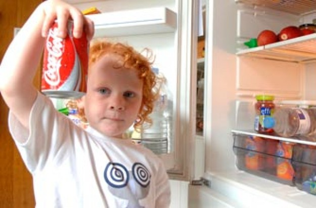 Child with fizzy drinks