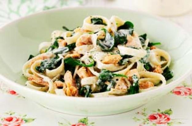 creamy salmon and spinach tagliatelle