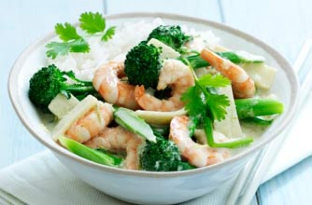 Thai green curry with prawns and broccoli