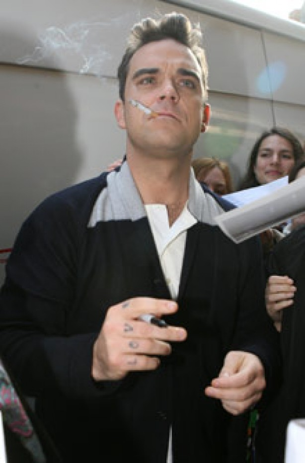 Celebrities smoking - Robbie Williams