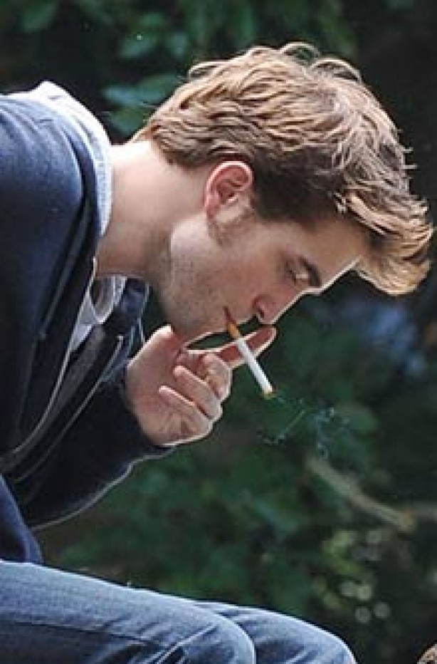 Celebrities smoking - Robert Pattinson