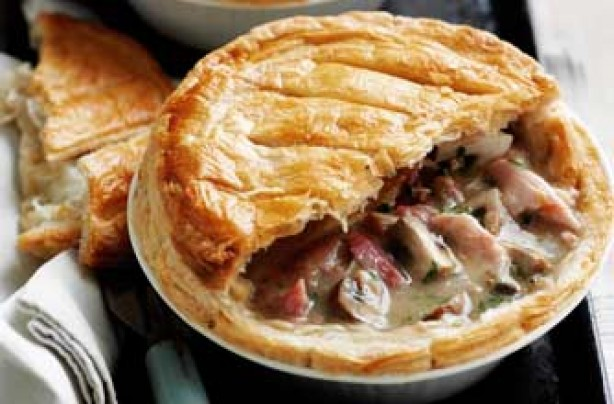 Mushroom, chicken and ham pie