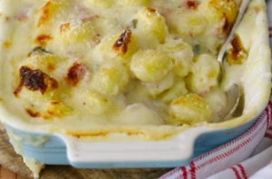 Baked gnocchi with ham, cheese and sage sauce recipe