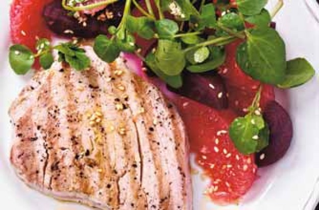 Tuna with grapefruit and beetroot salad