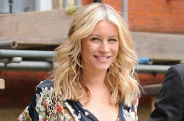Denise Van Outen 2 weeks after giving birth