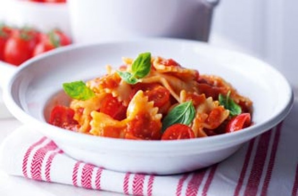 Essentials magazine, fresh tomato pasta sauce