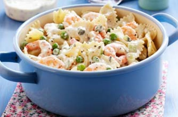 Creamy farfelle with prawns and peas recipe