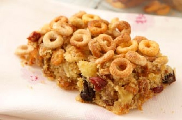 Apple and berry Cheerios bar