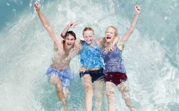 Money saving tips for mums: Find a free swimming pool