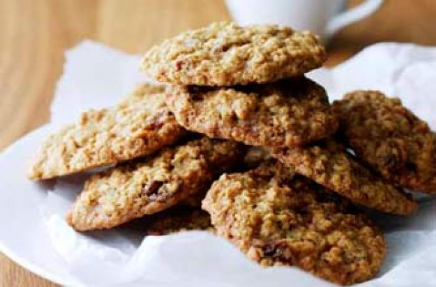 Cinnamon, oat and sultana cookies
