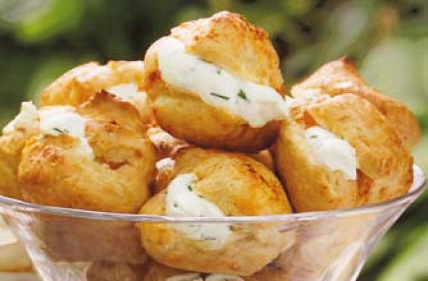 50 quick and easy canapes cheese and chive puffs for Cheese canape ideas