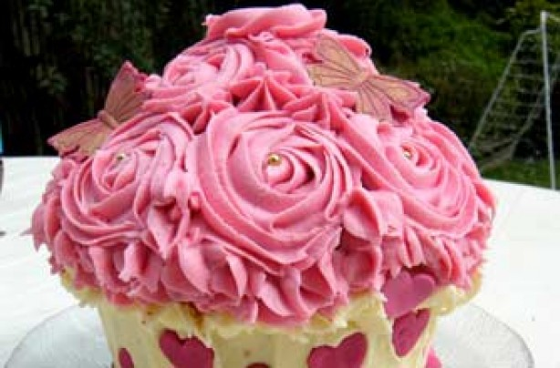 Sadie McCluskey's rose birthday cake