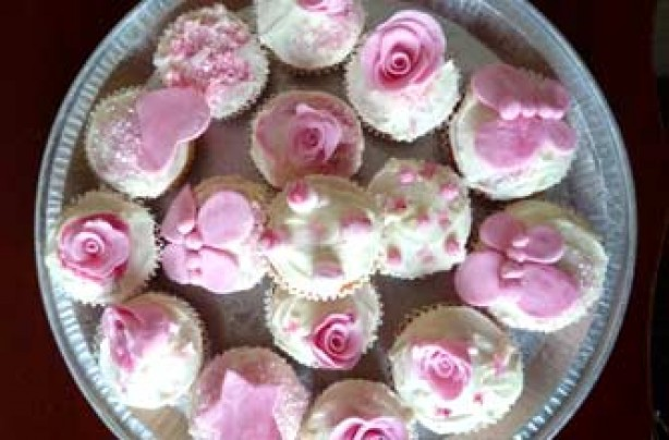 Hannah Chocoholic's pretty rose cupcake recipe