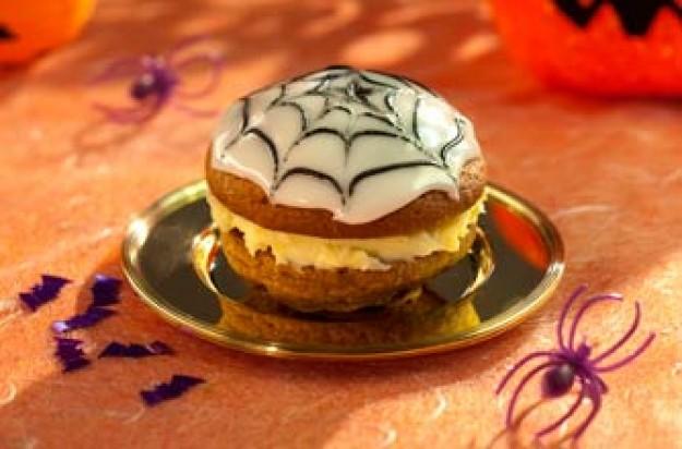 Spider?s web whoopie pies