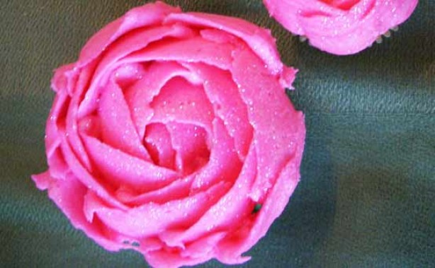 Angie Davidson's sparkly pink flower cupcakes