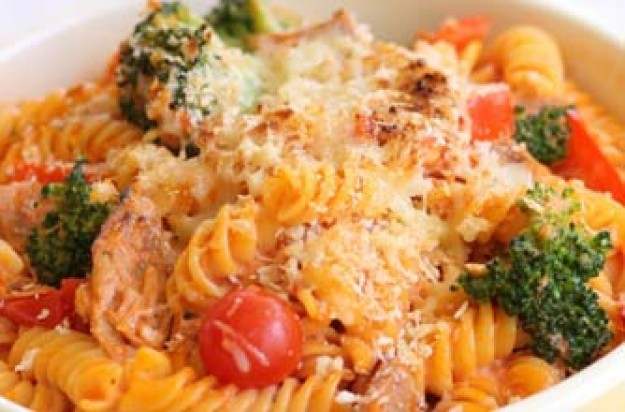 Tuna and broccoli pasta bake