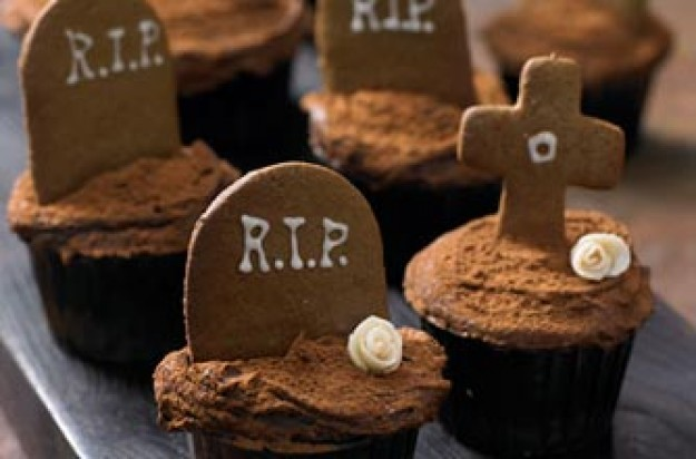 Lily Vanilli's undead gingerbread cupcakes
