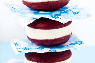Red velvet whoopie pies with orange buttercream, Mowielicious