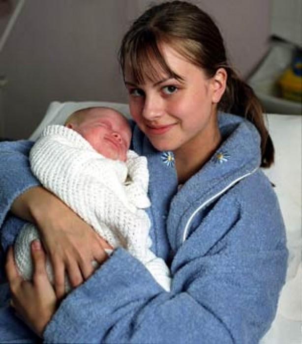 Coronation Street 50th anniversary: Sarah-Louise's pregnancy