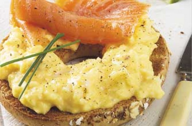 Salmon and scrambled egg bagels recipegoodtoknow