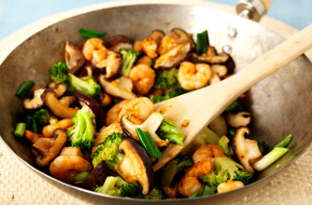 Stir-fry prawns with mushroom and broccoli