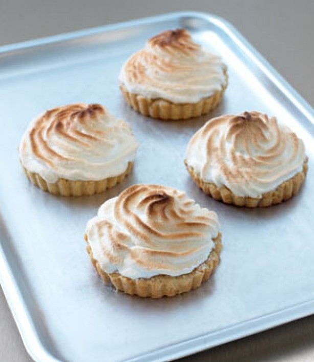 Step-by-step how to make Italian meringue