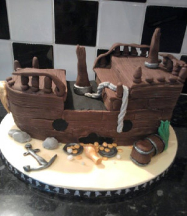 Caroline Mitchell-Wise's sunken pirate ship cake