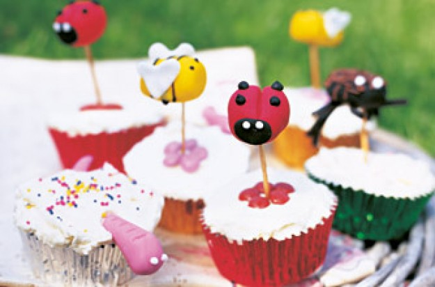 Flying insect cupcakes