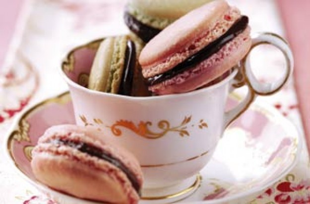 Strawberry macaroons with chocolate filling