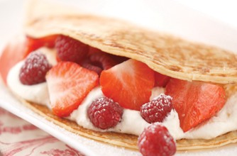 Pancakes with fruit and vanilla cream
