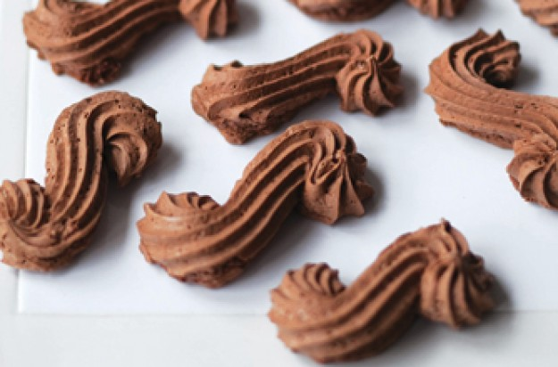 Chocolate meringue biscuits