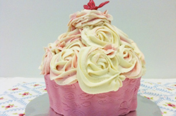 Victoria Threader's giant cupcake recipe