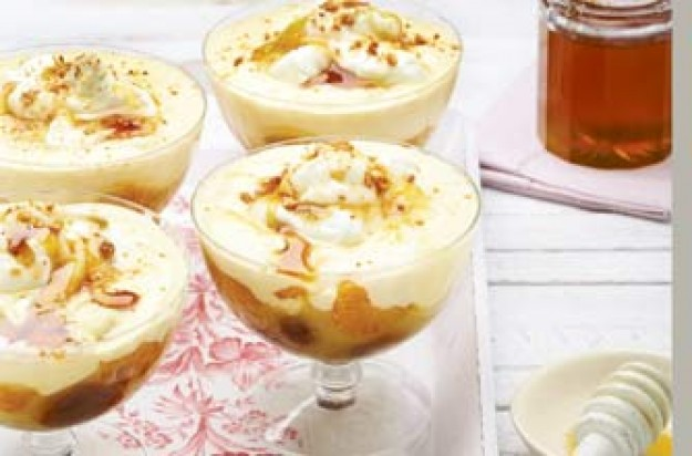 Fruit trifles with honey
