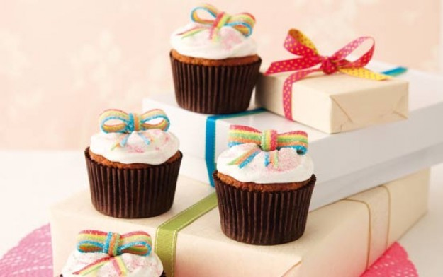 Birthday present cupcakes recipe goodtoknow