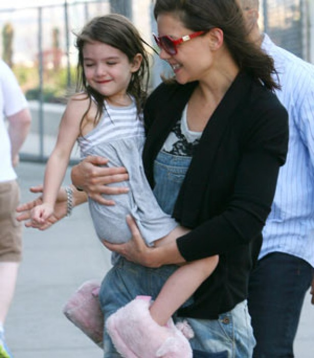 Suri Cruise is carried by her mum