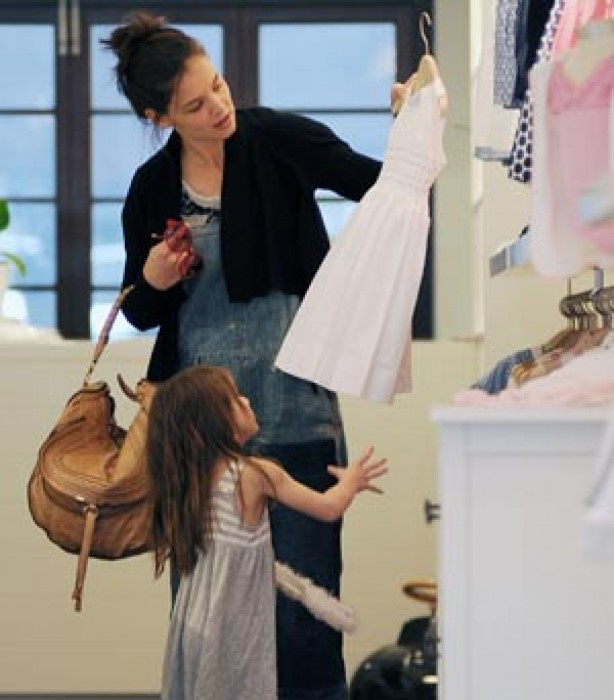 Suri Cruise shopping with her mum