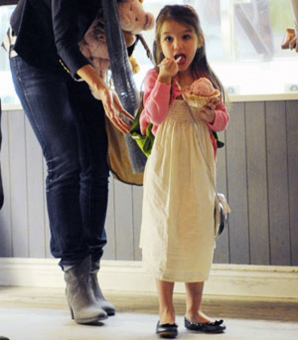 Suri Cruise eating ice cream