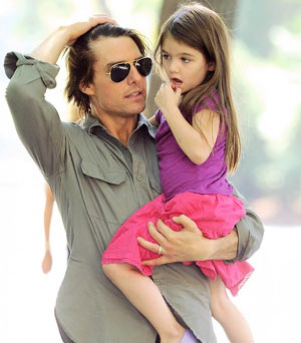 Suri Cruise is carried by her dad