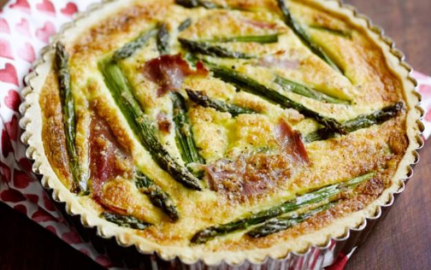 Smoked ham and asparagus tart