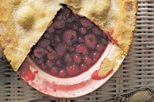 Woman's Weekly raspberry and redcurrant pie