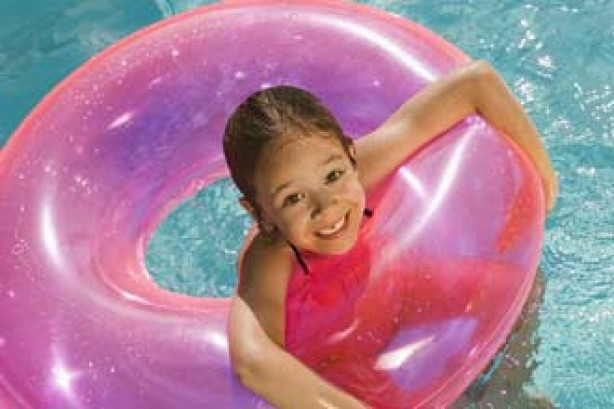 Child swimmign with rubber ring